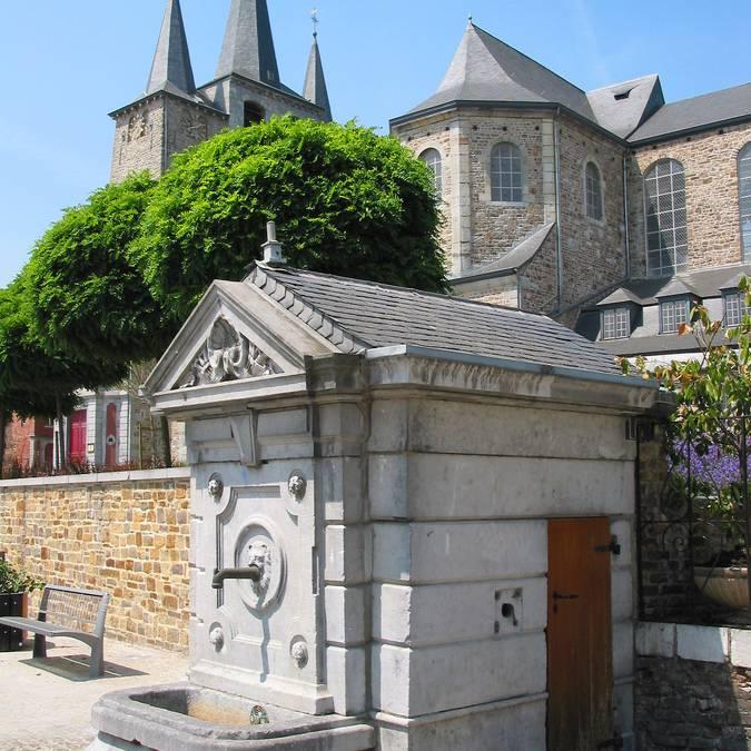 Collégiale d'Amay et la fontaine Saint-Ode